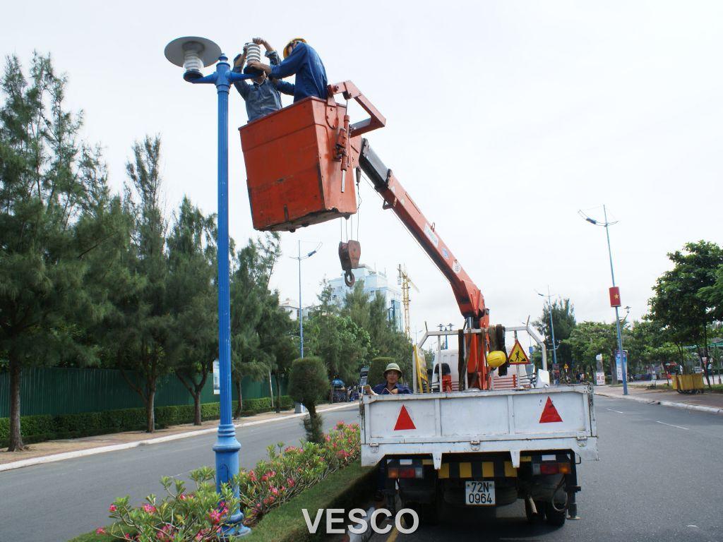Công ty cổ phần dịch vụ môi trường và công trình đô thị Vũng Tàu bảo trì hệ thống đèn đường Thùy Vân.